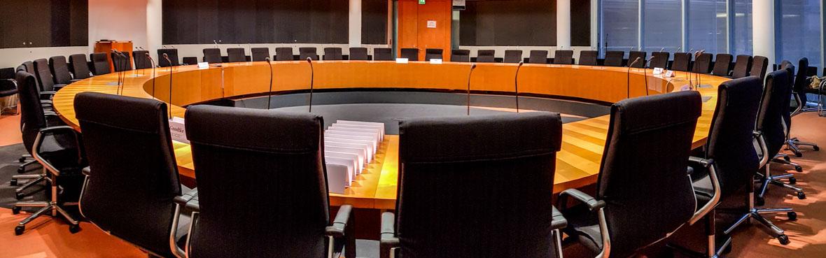 Ausschusssaal-Bundestag_Vieregge-MdB