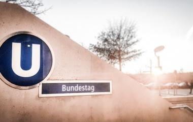 Bundestag-U-Bahn-Station_Vieregge-MdB