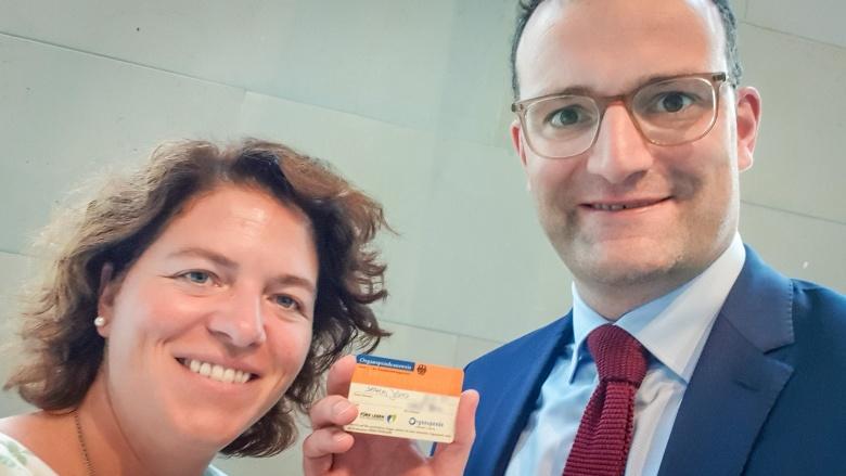 Kerstin Vieregge mit Bundesgesundheitsminister Jens Spahn