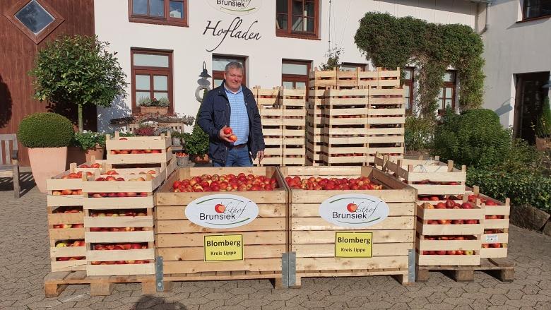 Geschäftsführer Ulrich Brunsiek auf seinem Obsthof