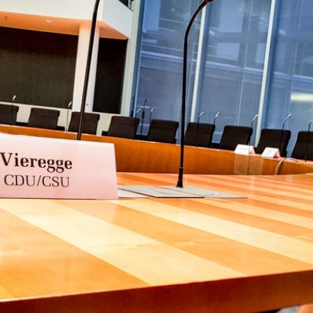Namensschild im Ausschuss-Bundestag_Kerstin Vieregge