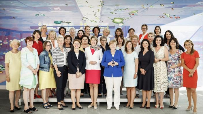 Bundeskanzlerin Angela Merkel mit der Gruppe der Frauen in der CDU/CSU-Bundestagsfraktion