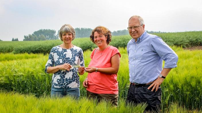 Unternehmensbesichtigung_Saatgutzucht_Borries von Eckendorf_Dr. Hanna Meier zu Beerentrup (links) und Gerhard Lehrke (rechts)_Vieregge MdB