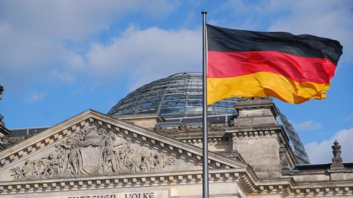 Bundestag debattiert Migrations-Pakt